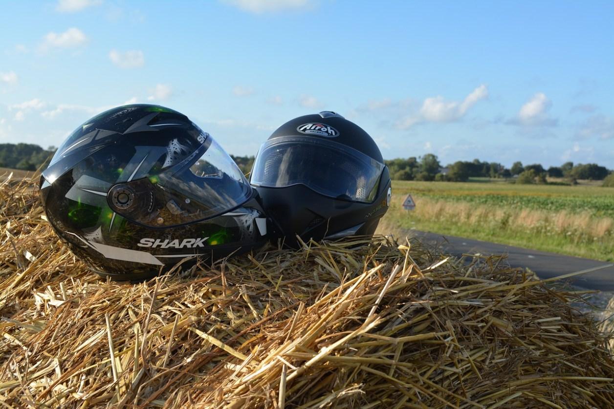 ヘルメット 田舎 自然