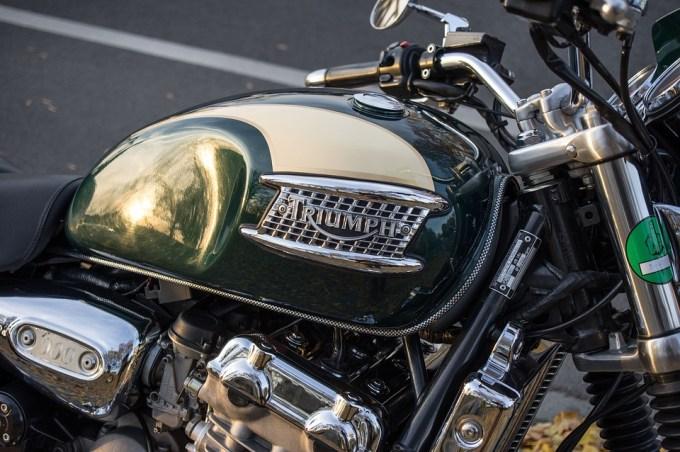 車両 オートバイ トライアンフ 輸送システム クロム 運転オートバイ 金属 日当たりの良い