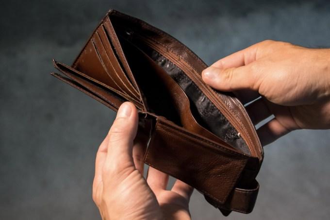 空っぽの二つ折り財布