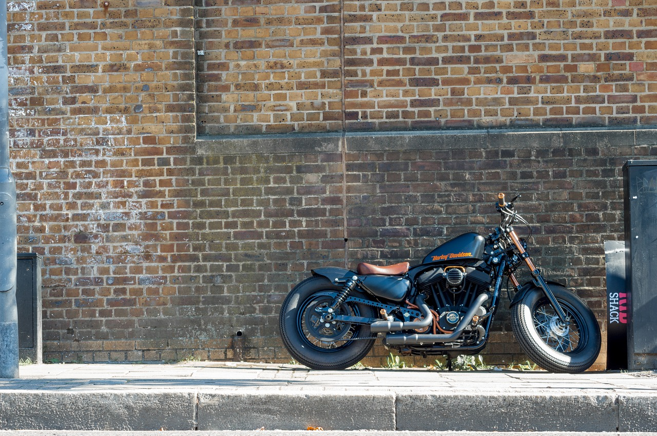 ハーレーダビッドソン カムデン ロンドン 舗装 道路 オートバイ 銅