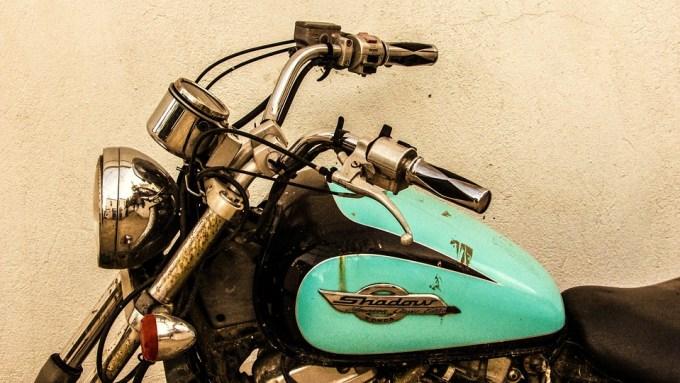 オートバイ 古い さびた ほこりっぽい ビンテージ 自転車 シャドウ