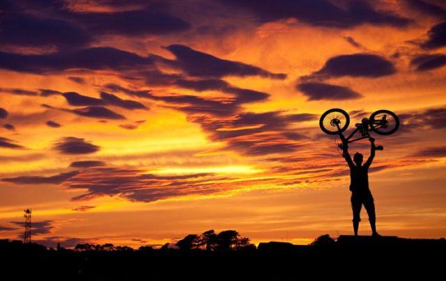 Bike no super por do sol