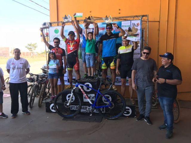 Pódio com Camylo Cavalcante vice campeão. Foto Arquivo Pessoal..jpeg