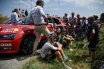 Polícia lança gás de pimenta em manifestantes, atinge ciclistas e Tour de France é interrompido (2)