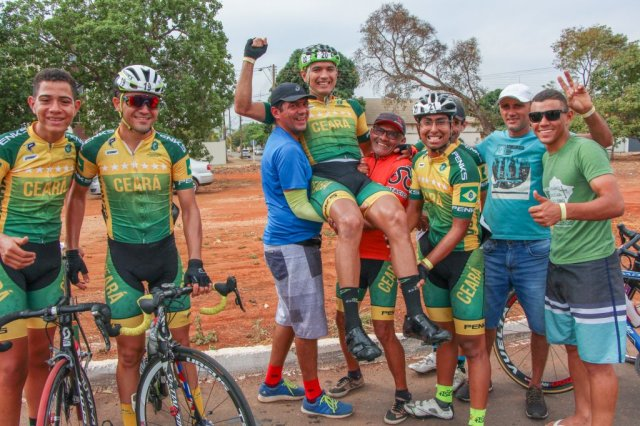 Ceará comemora vitória na Elite