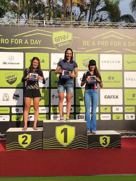Pódio feminino 18-39 anos no GFNY Brasil (Divulgação).jpg