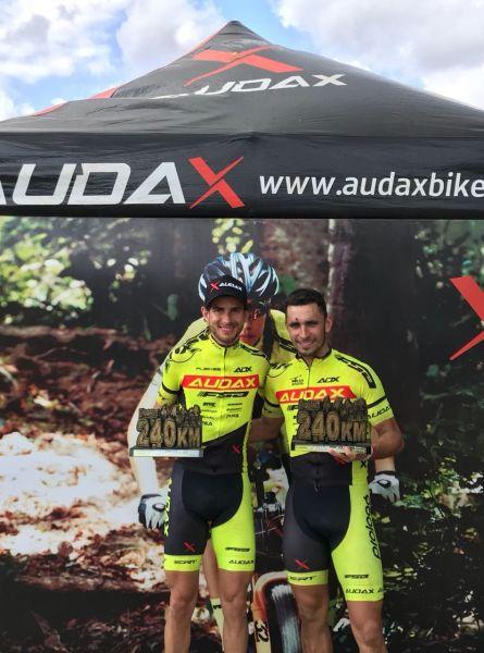 Os vice-campeões do Endurance Well Bike, Lúcio e Daniel, na Paraíba. Foto Arquivo Pessoal.