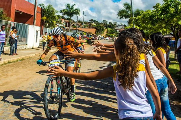 Público saúda as ciclistas (Ney Evangelista Brasil Ride)