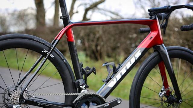 A Bike da British Continental team para 2019 - Vitus Pro Cycling ZX1 Team Aero Disc (16)