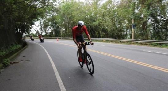 ciclista-em-acao-no-ironman-70.3