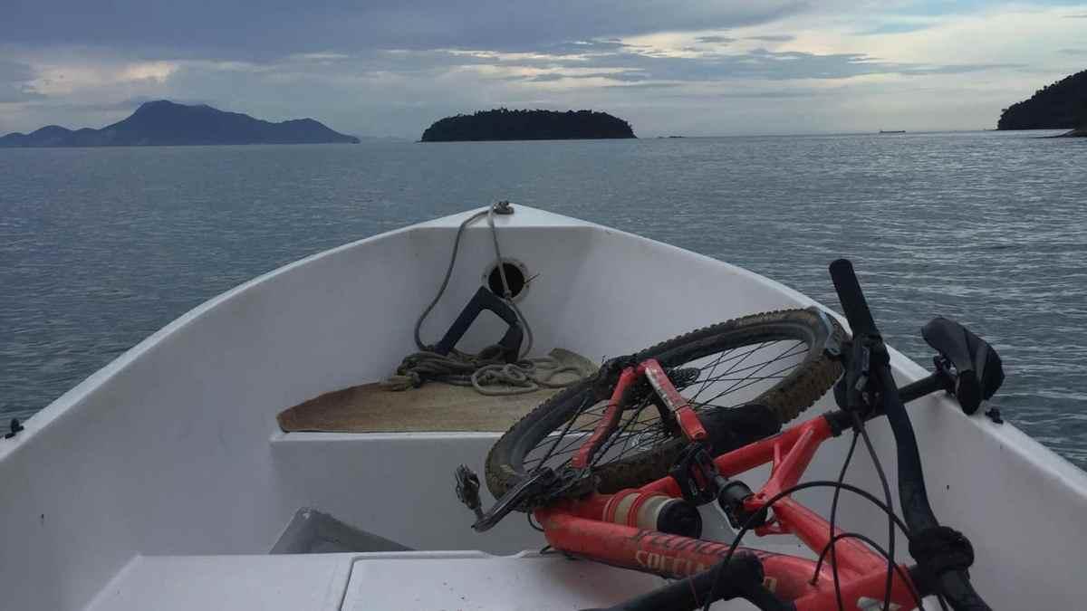 Um susto ao pedalar na trilha em Ilha Grande
