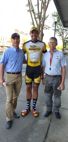 Ben-Hur com os oficiais da USA Cycling (Divulgação)