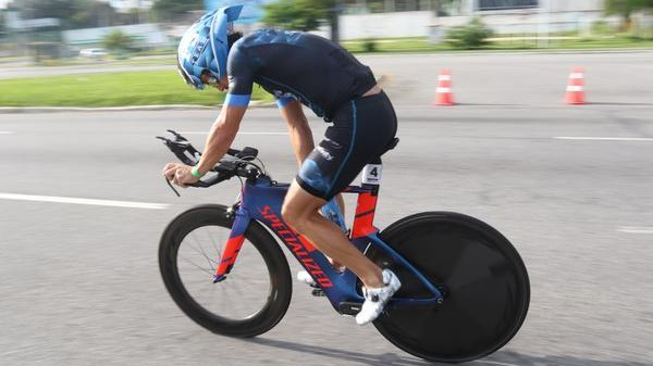 ciclista-em-acao-no-ironman