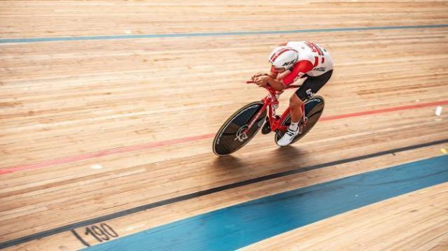 Victor Campenaerts estabelece novo recorde mundial da hora (1).jpg