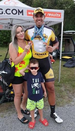 Ben-Hur com esposa e filho na Sunshine Grandprix (Divulgação)