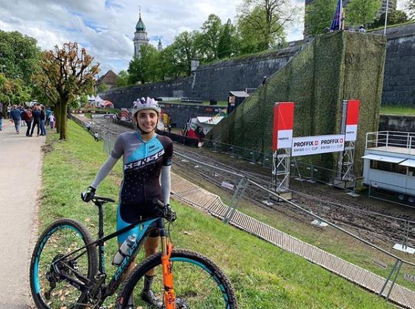 Giuliana Morgen durante a participação na terceira etapa da Swiss Bike na Suíca (Divulgação).jpg