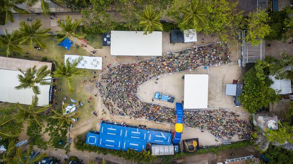 Largada da prova em Arraial d'Ajuda (Fabio Piva - Brasil Ride).jpg