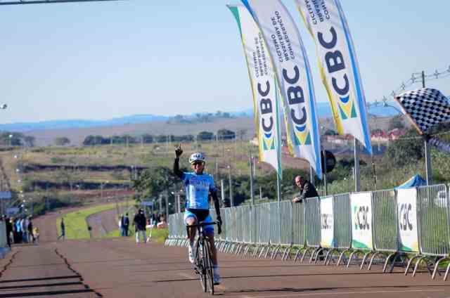 Ciclistas superam prova de resistência no Campeonato Brasileiro de Estrada Junior (2)