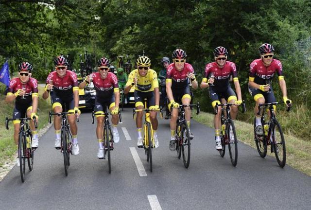 tour-de-france-2019-20ª-etapa-caleb-ewan-vence-e-egan-bernal-vence-na-classificacao-geral (2)