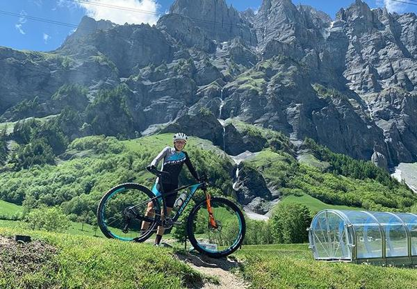 giuliana-morgen-nas-montanhas-suicas