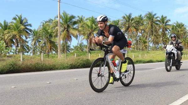 ciclista-em-acao-ironman-maceio-2019