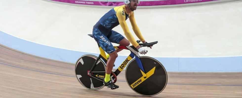 lauro-chaman-e-ouro-no-ciclismo-de-pista