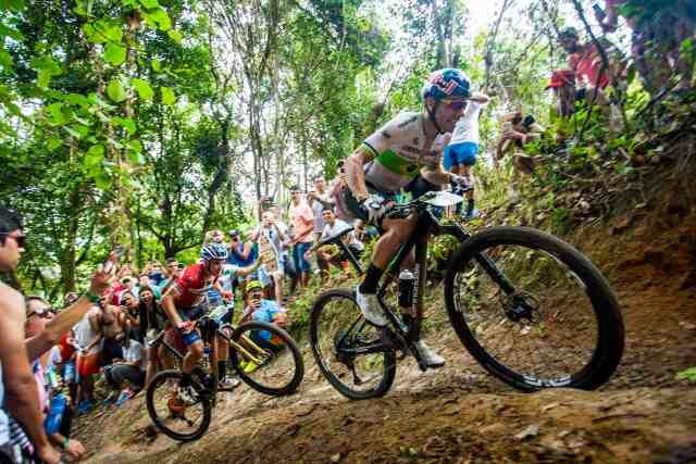 holandes-e-brasileira-se- tornam-rei-e-rainha-da-montanha-no-zera-o-pico-na-brasil-ride-2019 (3)
