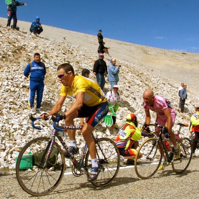 Lance Armstrong and Marco Pantani on Ventoux in 2000 (Giornalettismo)