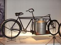 特徴的なルックスのロングジョン 画像出典:自転車博物館毎週日記