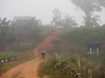 Opouštíme Mindful Farm do ranní mlhy