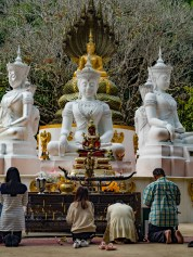 Buddhas and praying people