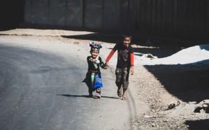 Chlapci kmene Hmong