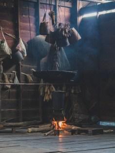 Tradiční způsob vaření v laoském venkově