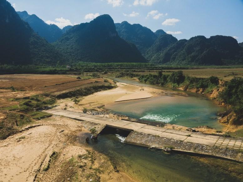 Čistá řeka ve Vietnamu