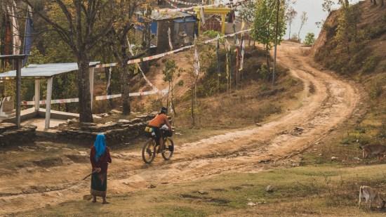 Jezdi jako holka, oblast Dhading Besi