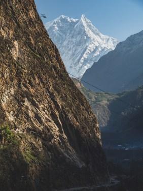 Nilgiri South v ranním slunci. Tatopani, Nepal