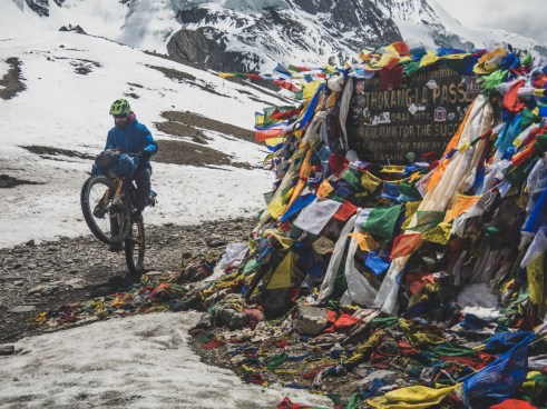 Po zadním v 5416m nad mořem. Thorong La, Nepál