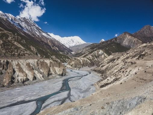Údolí k základnímu táboru pod Tilichem. Manang, Nepál