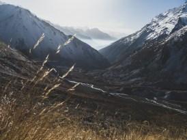 Pohled zpátky do Pisang Valley. Tilicho Lake Trek, Nepál