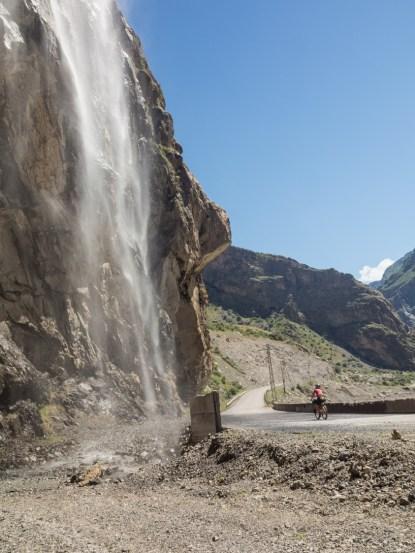 Vodopád. Pohraničí Tádžikistánu a Afgánistánu