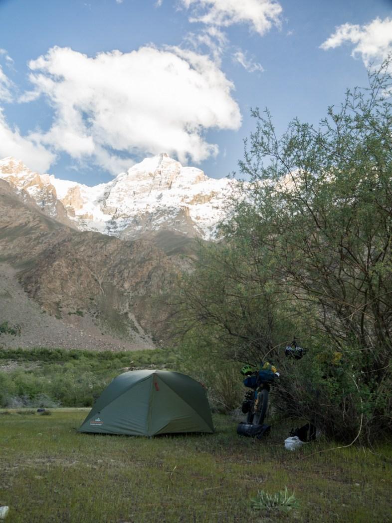 Kempovací místo. Pamír, Tádžikistán