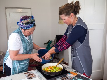 Langman cooking class: How to chop veges. Naryn, Kyrgyzstan