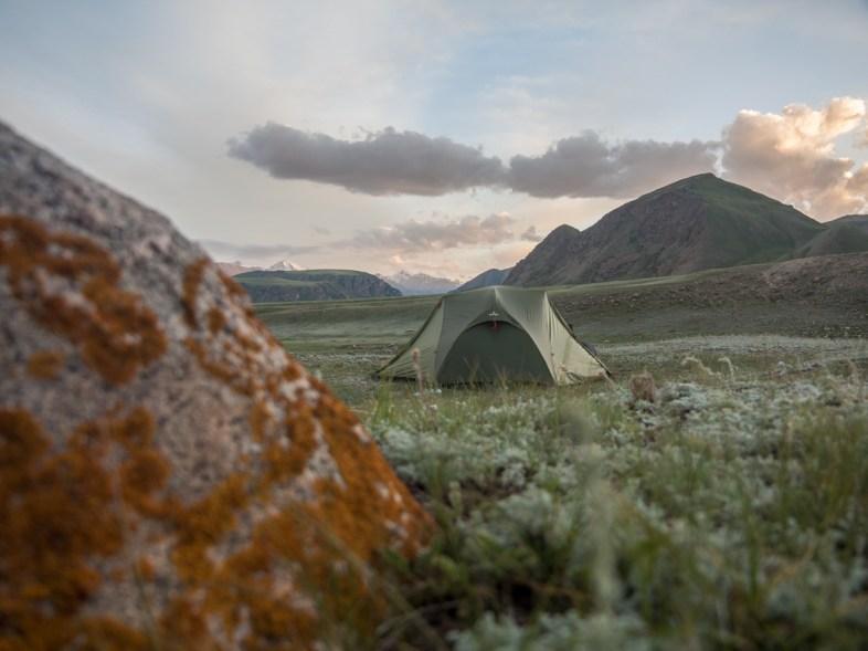 Další kempoviště s výhledy. Oblast Ike-Narynu, Kyrgyzstán