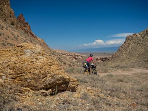 Příjezd do kaňonu Charyn. Oblast Almata, Kazachstán