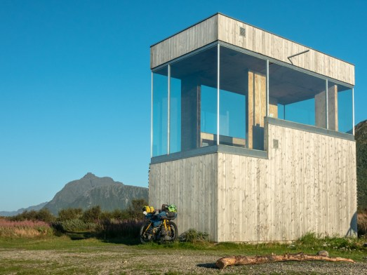 Bird watching tower or Cyclist Shelter? Grunnfor, Norway