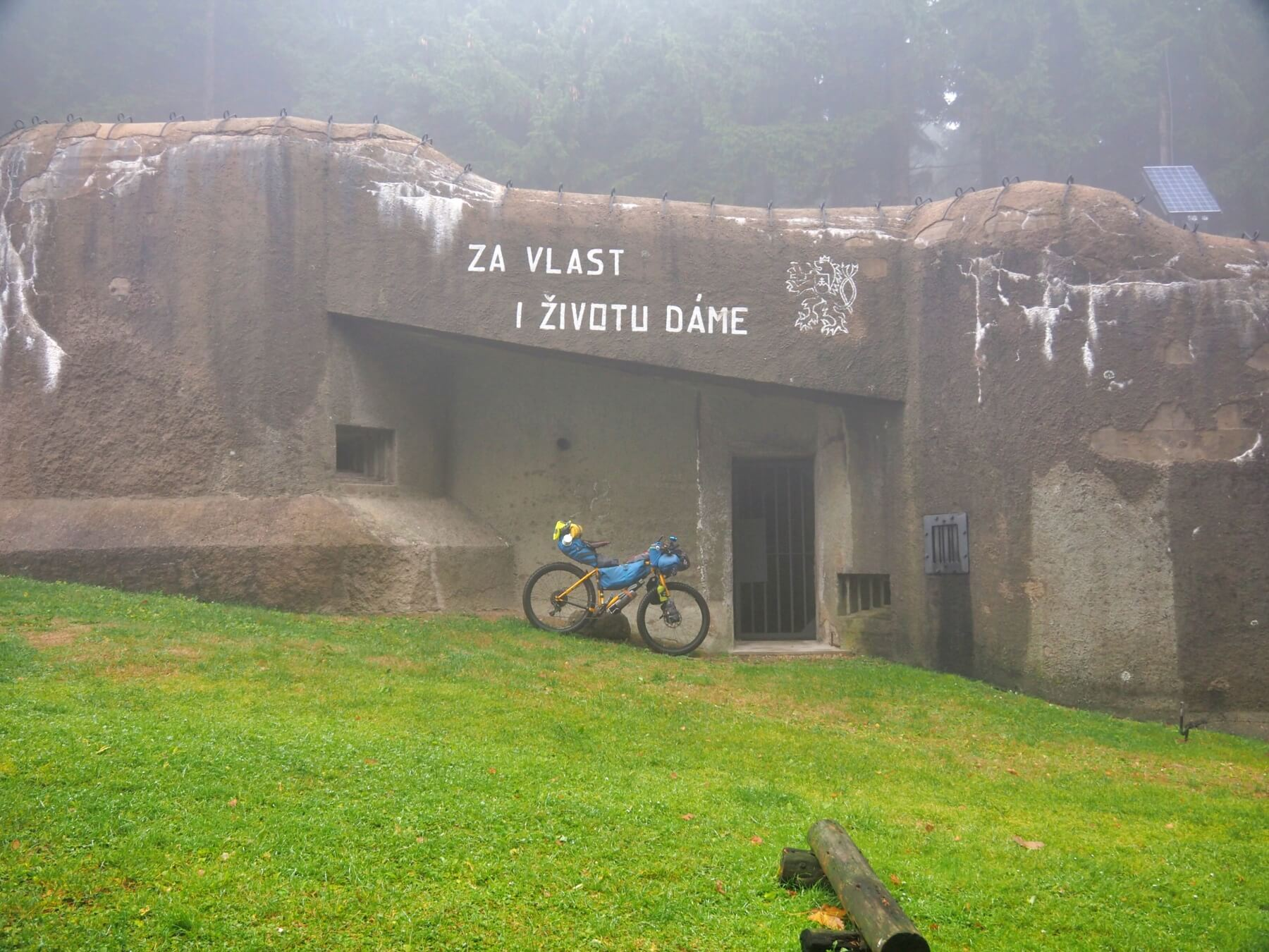 V Orlických horách obdivujeme opevnění, které nás mělo chránit během 2. světové války.