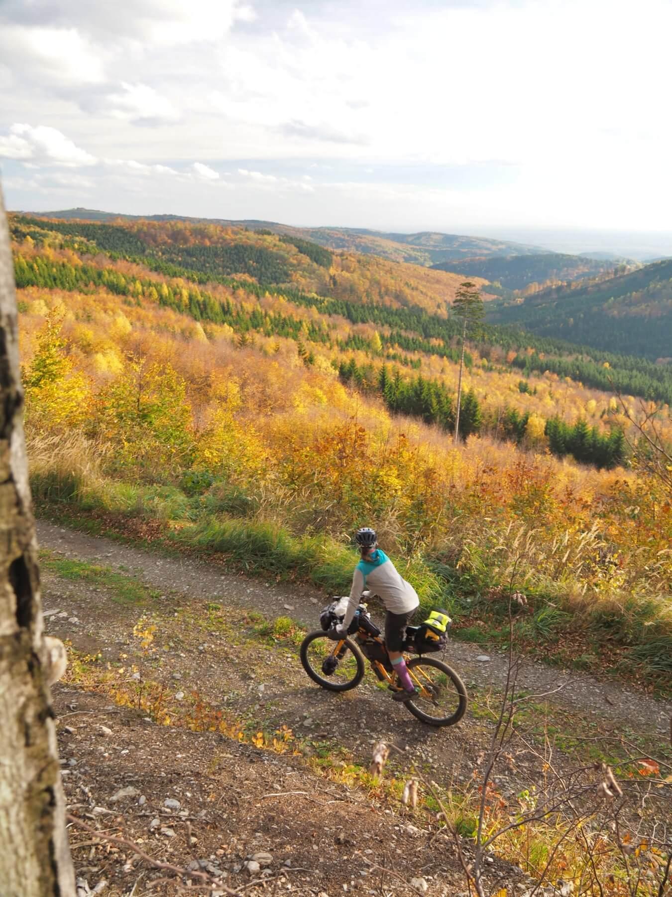 Podzim zbarvuje listí do zlatova a my přijíždíme na Rabštejn, místo kam rádi chodíme lézt.