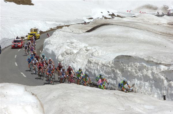 The leaders ascend the Gavia in the 2010 Giro d'Italia