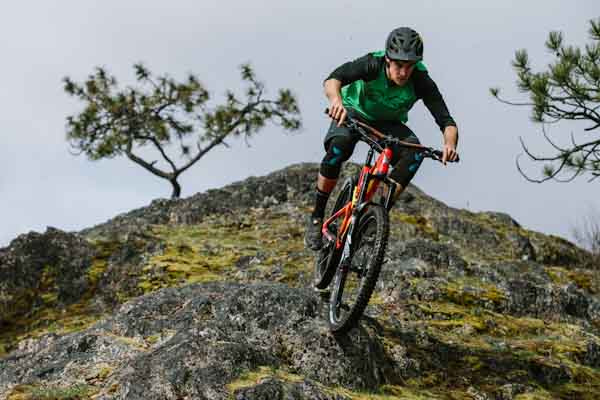 Clothing Roundup  New MTB gear from Chromag and Sweet Protection ... 295cd6288