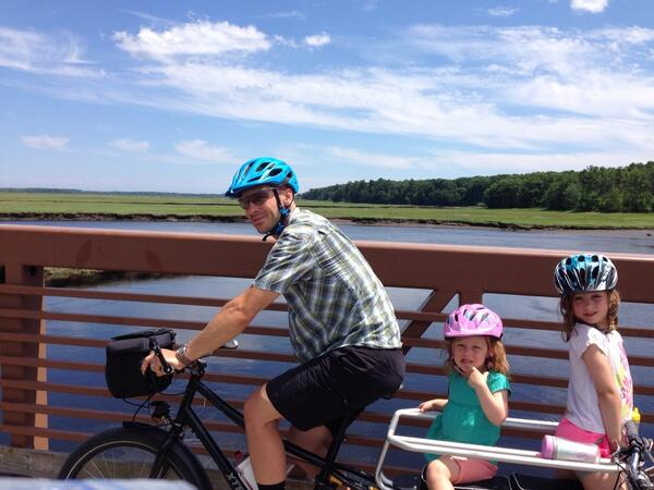 Xtracycle EdgeRunner with two children onboard.